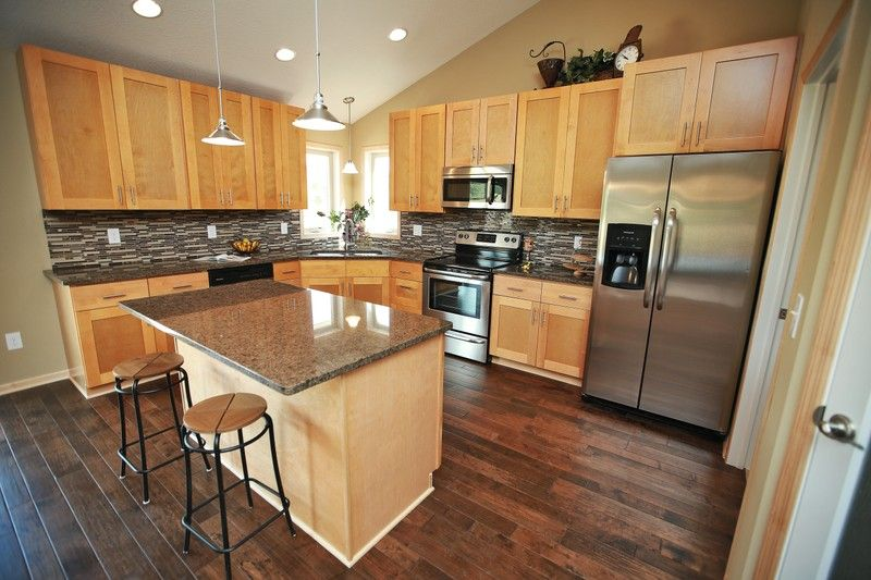 Natural shaker kitchen cabinets rta kitchen cabinets Kitchen colors with natural wood cabinets