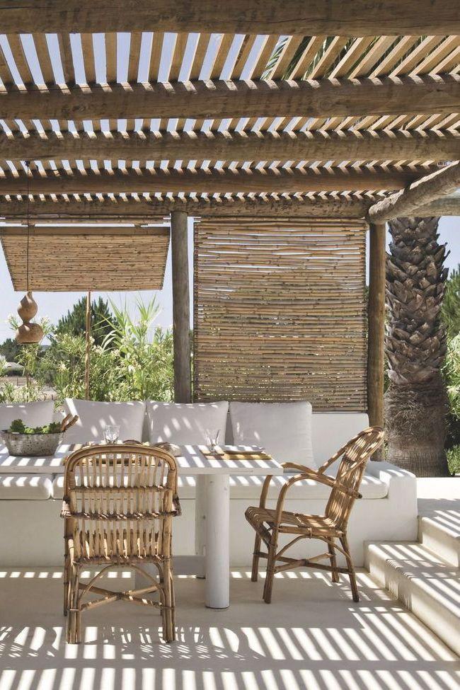 terrasse couverte avec pergola canisse voile outdoors. Black Bedroom Furniture Sets. Home Design Ideas