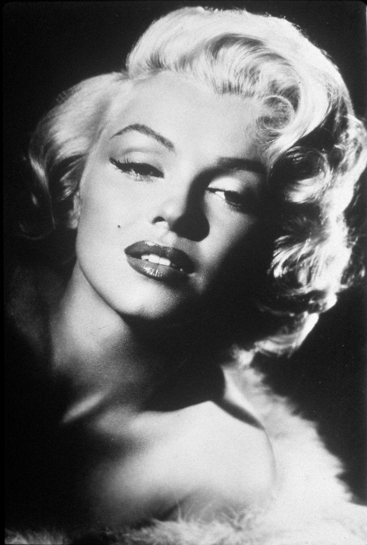 Marilyn Monroe - Black and white photo | Bellisimos - Black ...