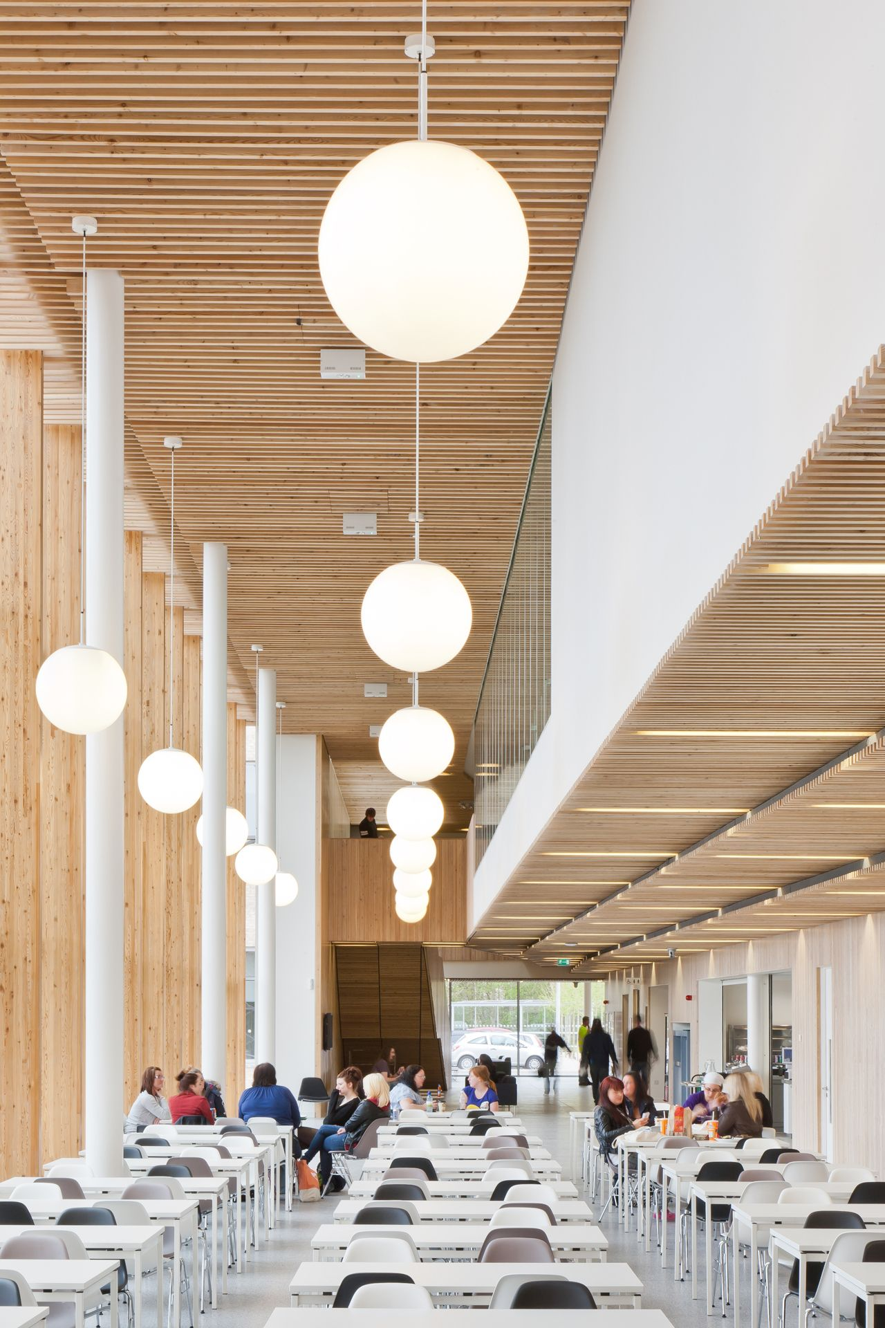 50aef085b3fc4b278500013b Stirling Campus In Forth Valley College Reiach And Hall Architects Forth Valley Co Cafeteria Design College Dining Hall College Design