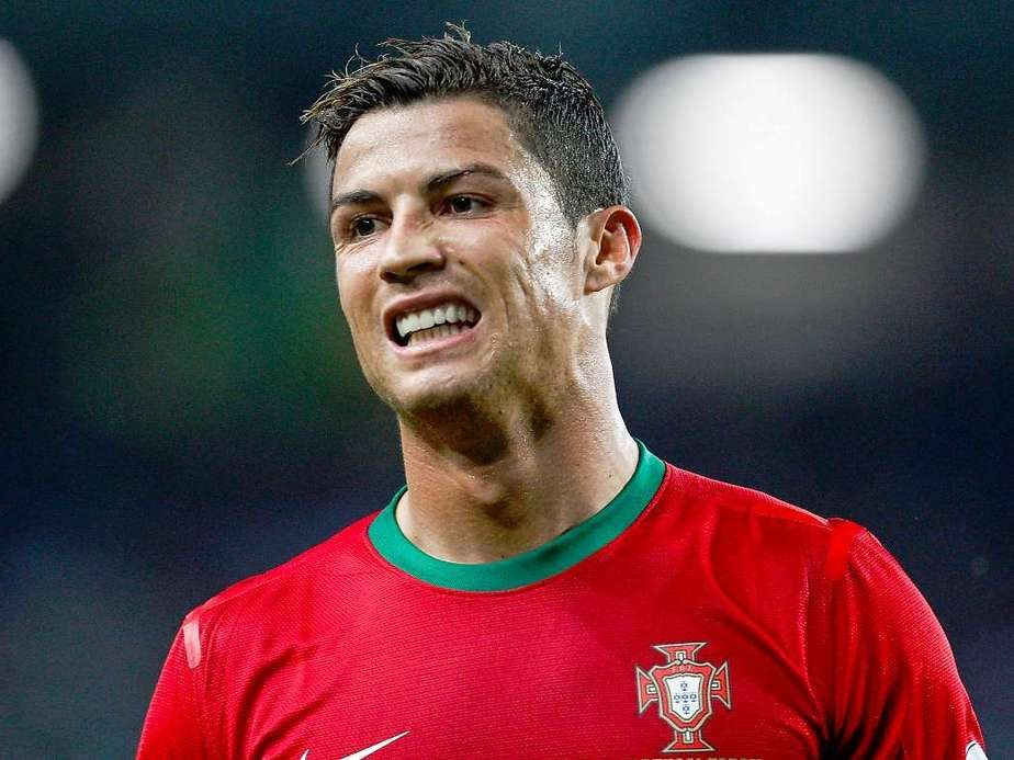 portugaaaaal !!!! vamos pro brasil <3 <3 <3 tanto orgulho  moro na alemanha mas o meu coracao esta sempre na minha terra <3 <3 <3 <3    #portuguesa #de #coracao #portugal #CR7  #cristianao #ronaldo #o #nosso #heroi #vamos #ao #brazil