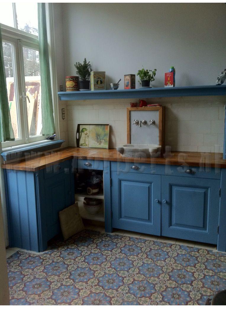 Een nieuwe keuken gevraagd in oude stijl gemaakt met de op zolder bewaarde originele - Keuken in het oude huis ...