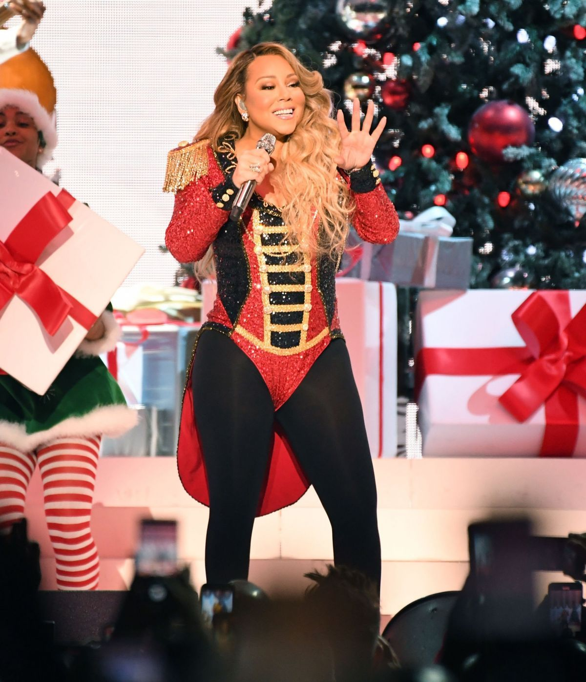 Mariah Carey Performs At Her All I Want For Christmas Is You Tour At Madison Square Garden In New York 12 15 2019 In 2020 Mariah Carey Carey Mariah
