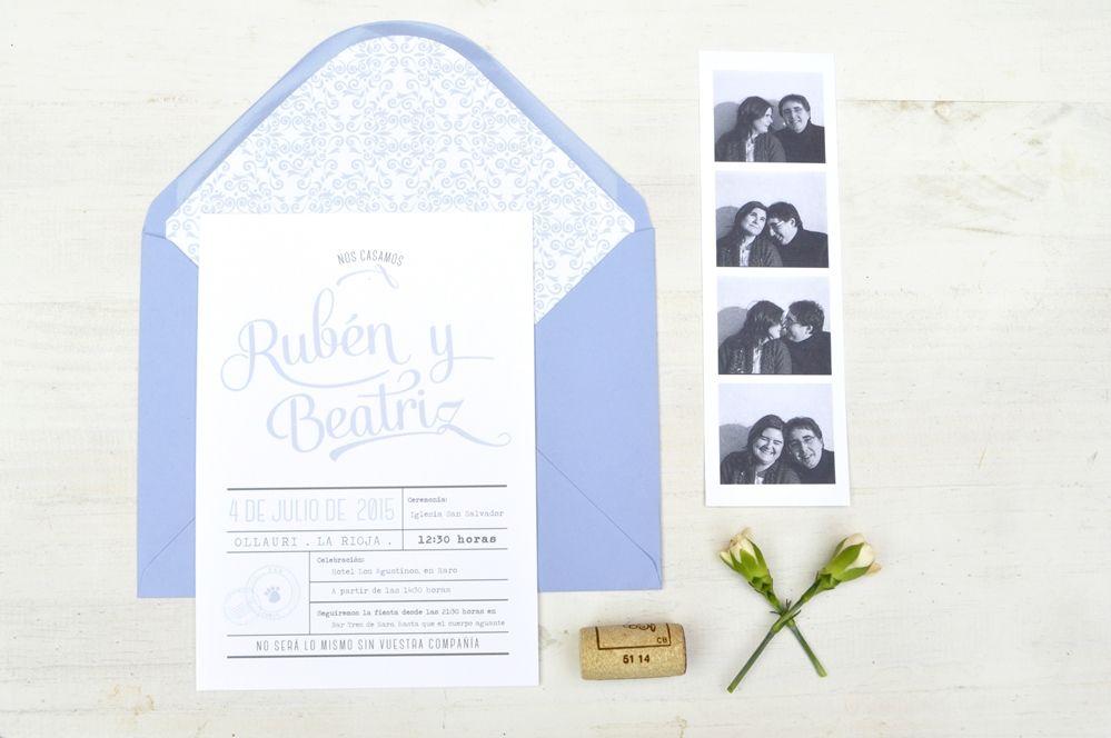 Invitaciones personalizadas Rubén + Beatriz, en tonos azules y con inspiración en los viñedos de La Rioja. #Aticom #Invitación #boda #wedding #weddinginvitations #invitaciondeboda