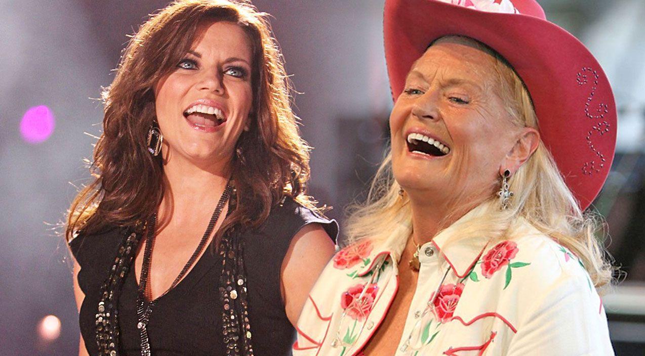 Martina McBride & Lynn Anderson Amaze With Memorable 'Rose