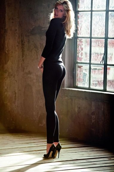 7ede23fe694 Calzedonia Shaping Modellante-push up. These are THE LEGGINGS to wear.  Makes your butt look awesome!