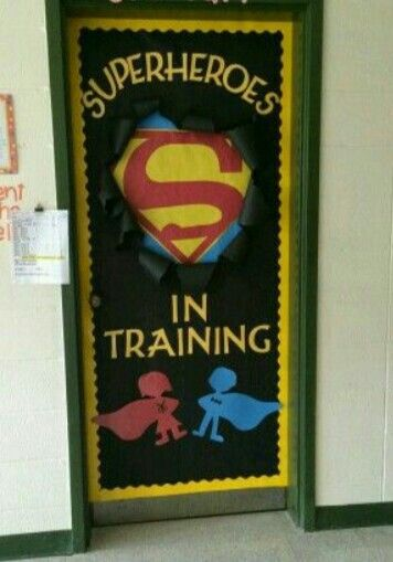 Puerta superh roes superhero classroom pinterest for Puerta wonder woman