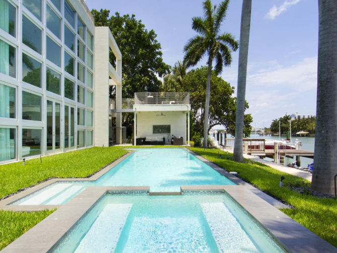 Lil Wayne S Miami Party Pad Has A Pool Full Of Sharks Miami Beach House Luxury Swimming Pools Miami Mansion