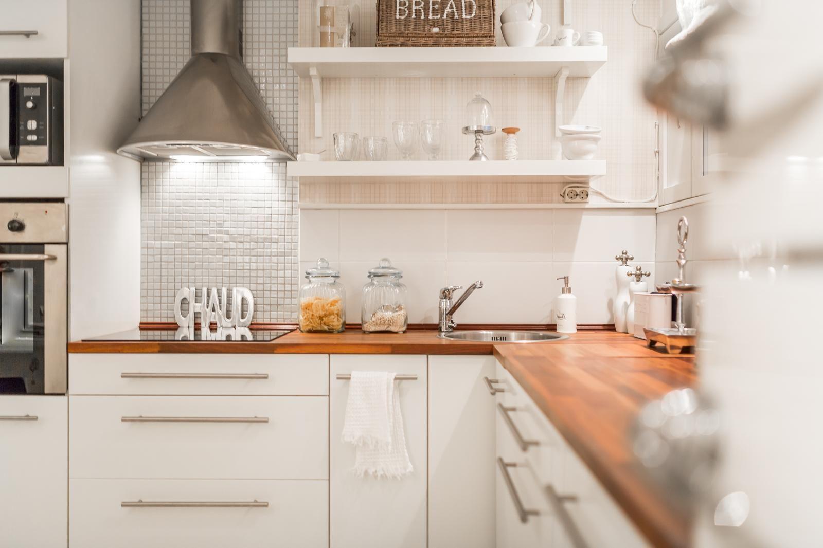 Atemberaubend Kirsche Küchenschränke Mit Ahornboden Zeitgenössisch ...