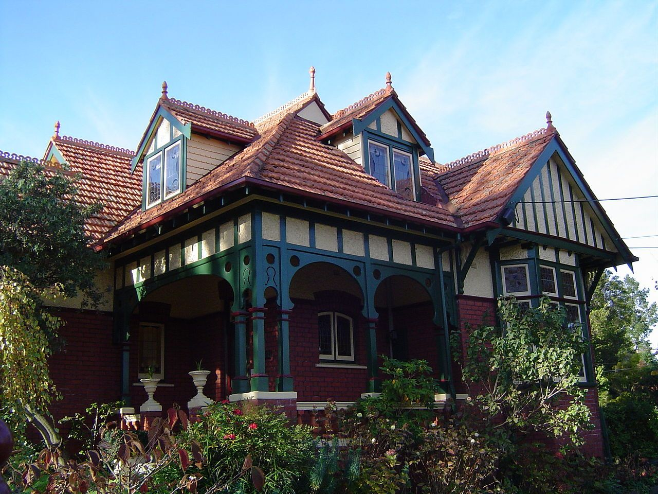 Queen Anne Style House In Ivanhoe Victoria