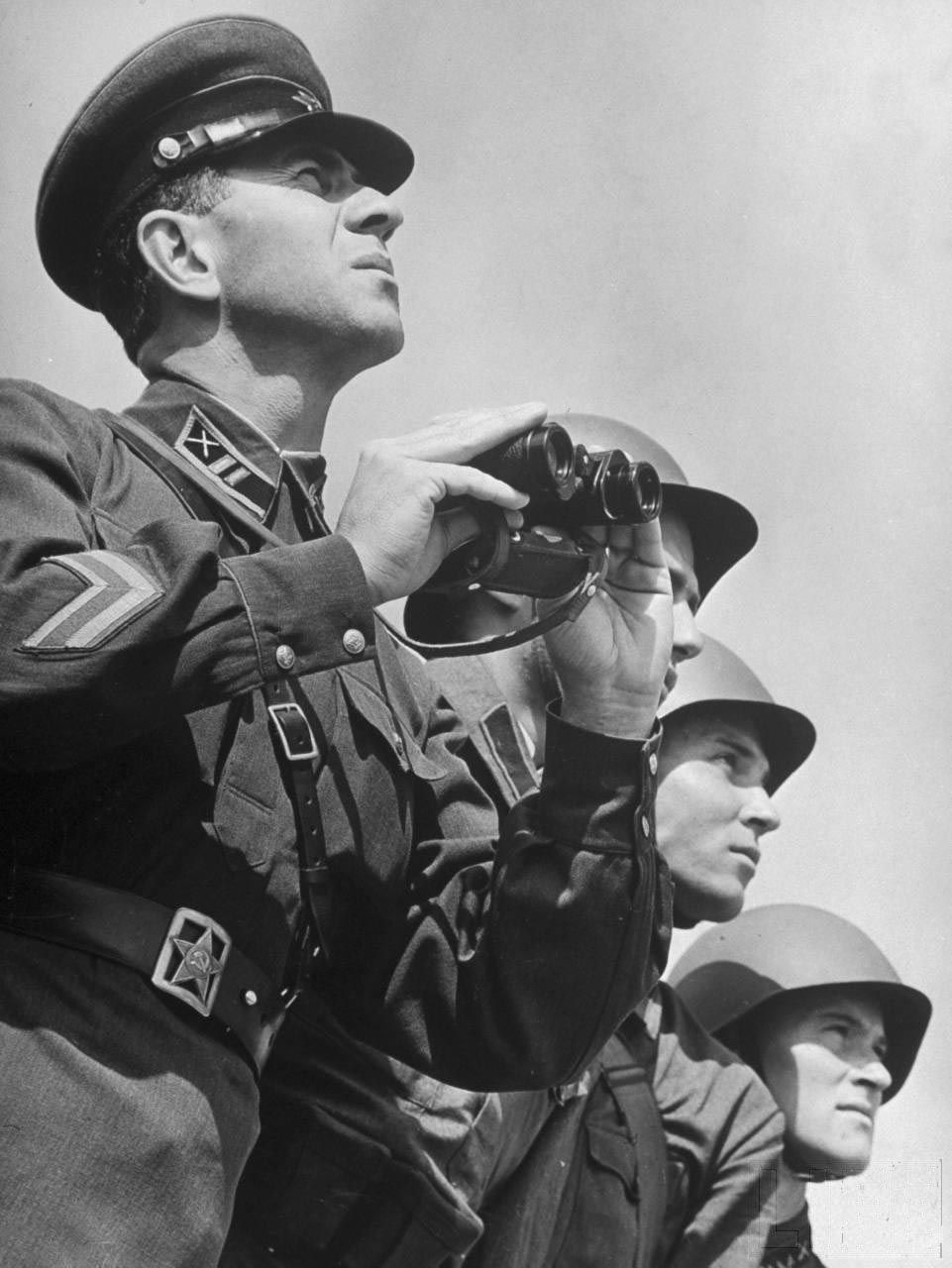 Лето 1941 года, Солдаты и офицеры, бинокль (с ...