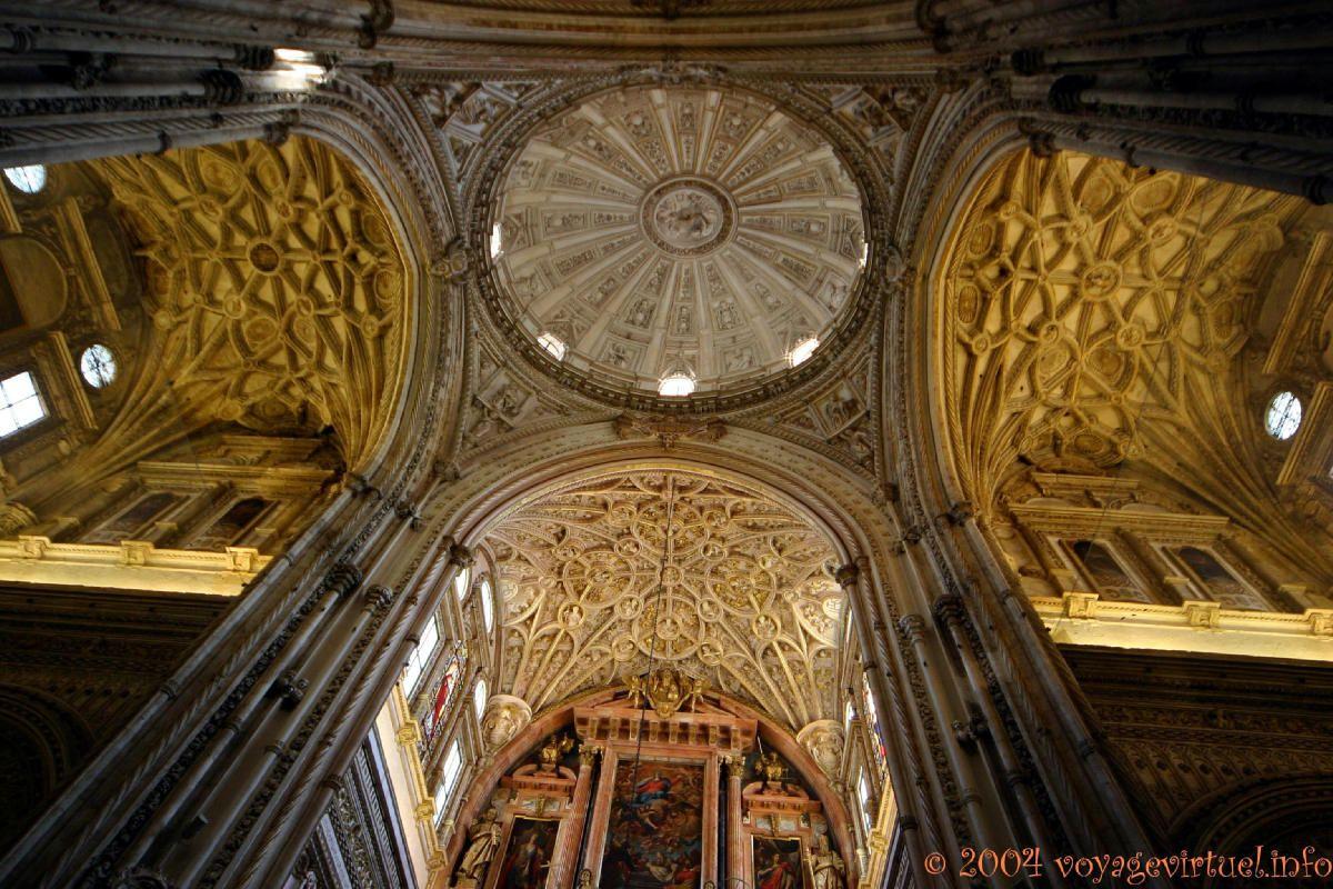 Plafonds et coupole el crucero catedralicio, Mezquita Cordoba, Espanha, Andaluzia
