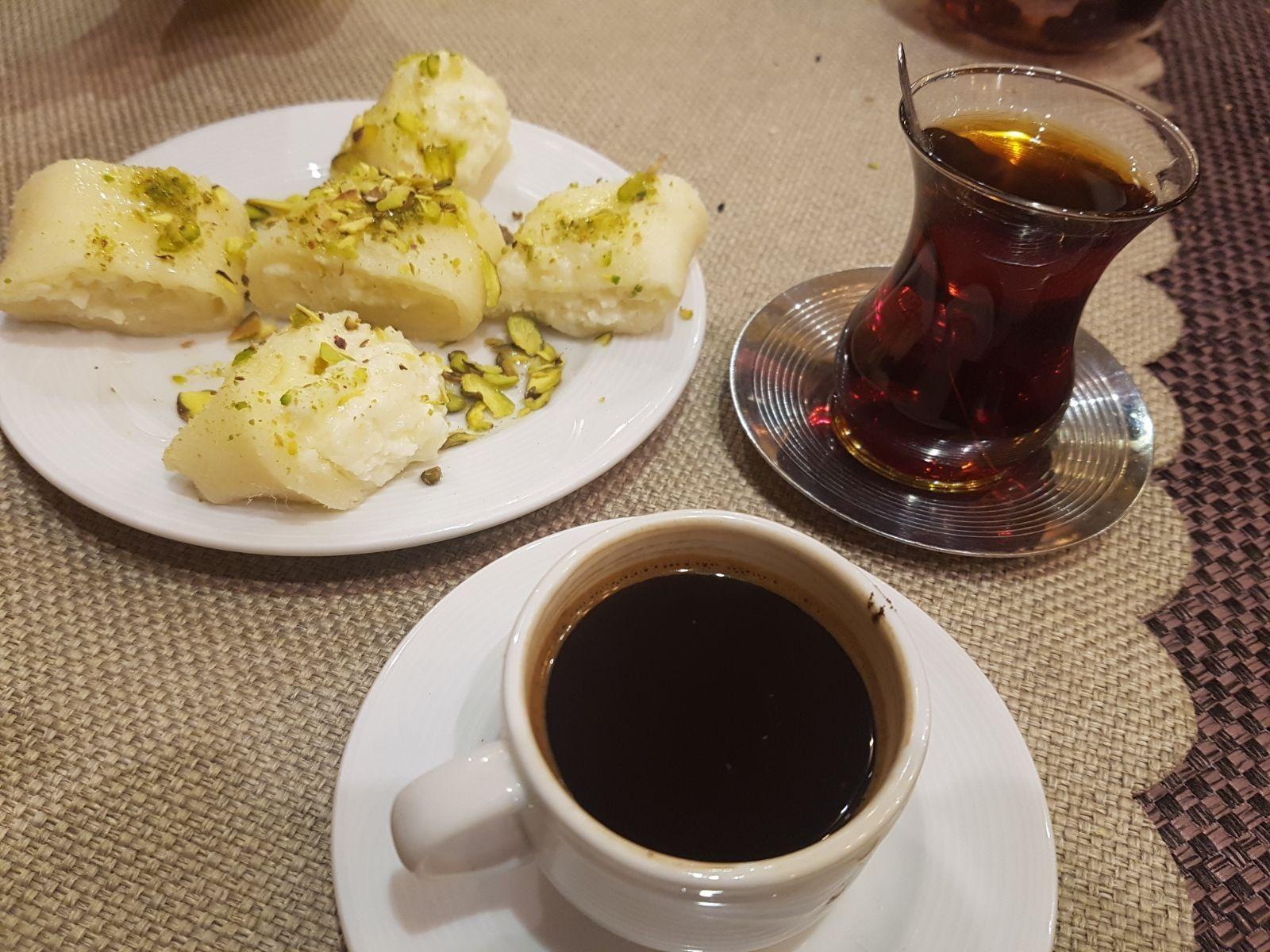 وبعد الاكل لازم حلا مع كاسة قهوة او شاي مطعم الشام اسطنبول Tableware Glassware Kitchen