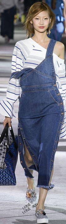 Gente! lindo!! <3   Selecionei mais Camisas Jeans aqui  http://bit.ly/1Mtsnlo