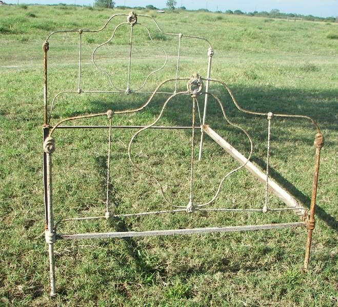 Antique wrought iron bed. I like it!
