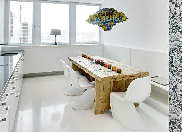 modernes massiv holztisch im esszimmer mit weißer gestaltung und - esszimmer massiv modern