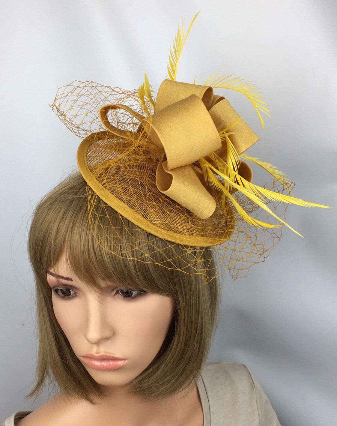 5b22676c Pale Gold Fascinator Wedding Mother of the bride Groom Ascot Races Ladies  Day Prom in 2019 | Hats | Gold fascinator, Yellow fascinator, Fascinator
