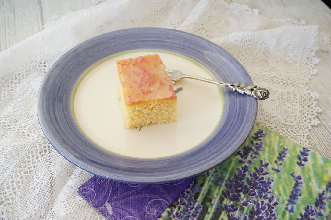 Einfacher, saftiger Blechkuchen/Zitronenkuchen mit ...