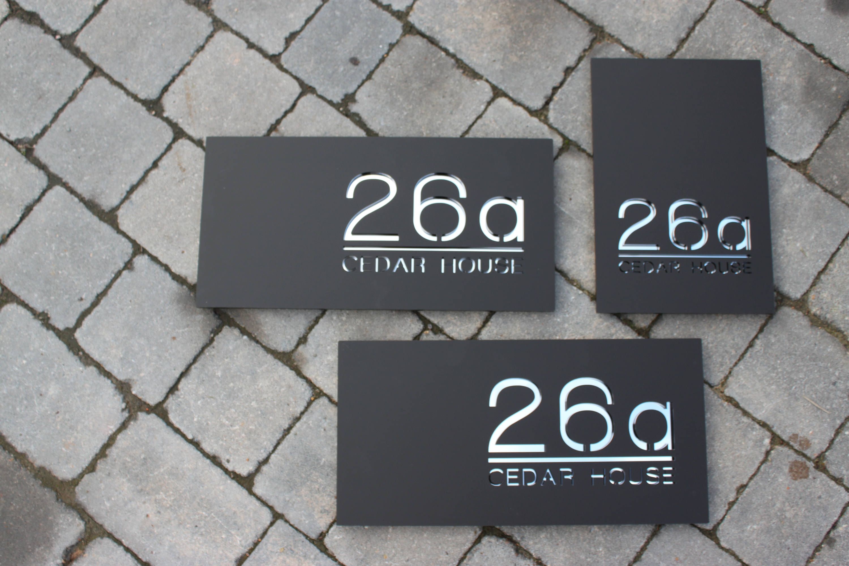 Signe Moderne Contemporain De Maison Numero De Porte Original Et Unique De Coupe De Laser Sur Mesure Et Personnalise Avec Des Nombres Et Le Nom De Route Ou De In 2020