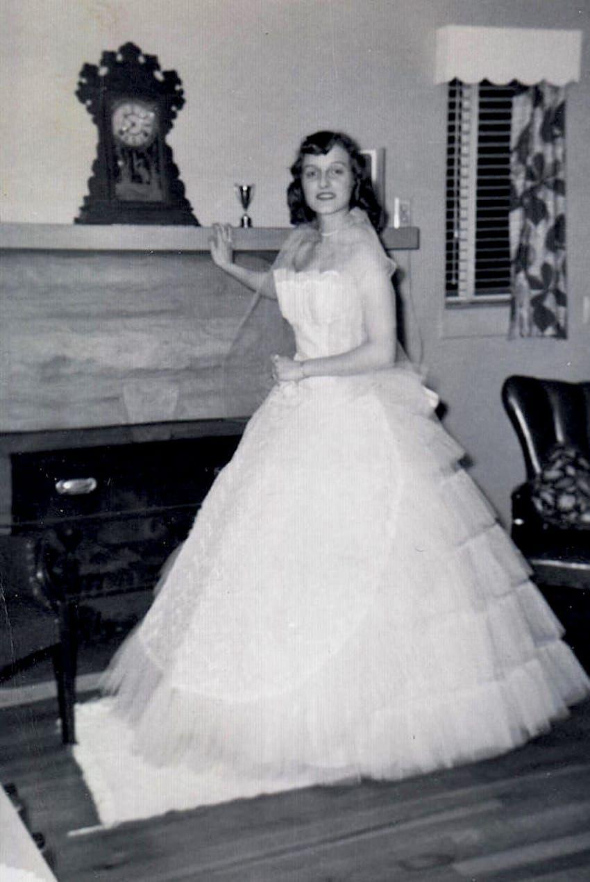 Vintage Prom Dresses 13 Looks Ladies Sported Back In The 50s And 60s Prom Dresses Vintage Vintage Prom Prom Dresses [ 1270 x 850 Pixel ]