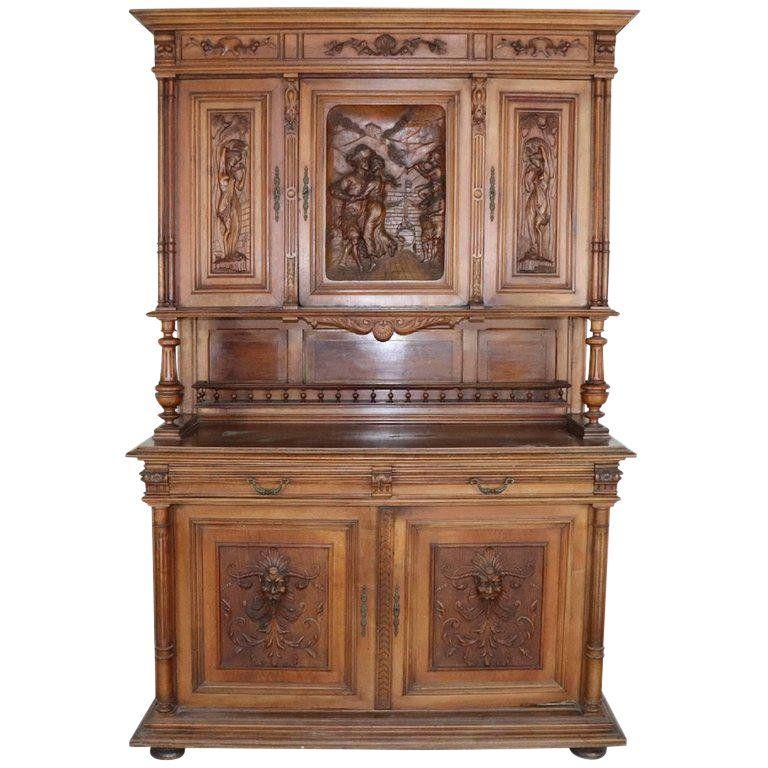 19th Century Italian Renaissance Style Walnut Carved Sideboard Mobilier De Salon Meubles Anciens