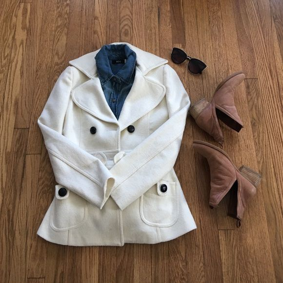 Forever 21 cream pea coat Forever 21 cream peacoat with black buttons. Super cute staple for any wardobe as it goes with just about anything! Size small, worn once Forever 21 Jackets & Coats Pea Coats