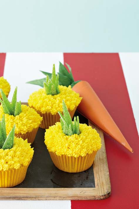 pineapple shaped cake pineapple shaped cupcakes cakes cupcakes and more cakes 6546