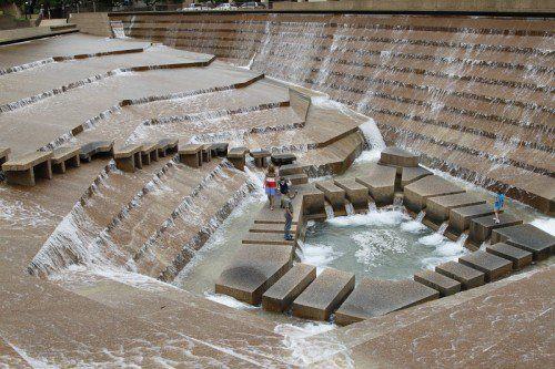 Fw Water Gardens 1 Walk Through Fountain