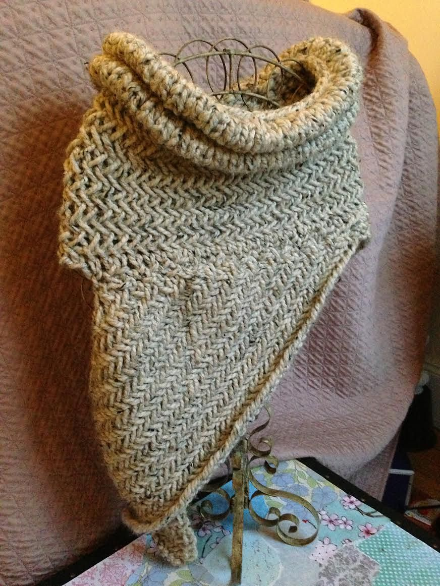 Ravelry Lollydesigns The Katniss Cowl With Soft Neckline Free