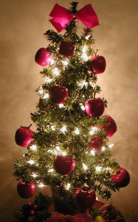 Holiday Decorating Ideas For A Small Apartment. Mini Christmas TreeHoliday  ...