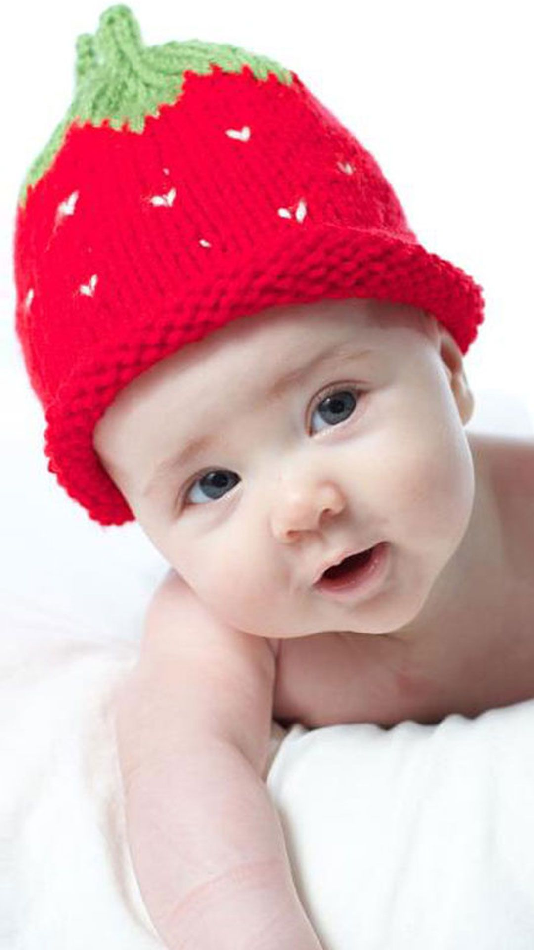 a81217a92e9 How to Knit a Strawberry Baby Hat with Free Knitting Pattern with Video  Tutorial by Studio Knit  StudioKnit  knithat  knitbaby  knittingidea ...