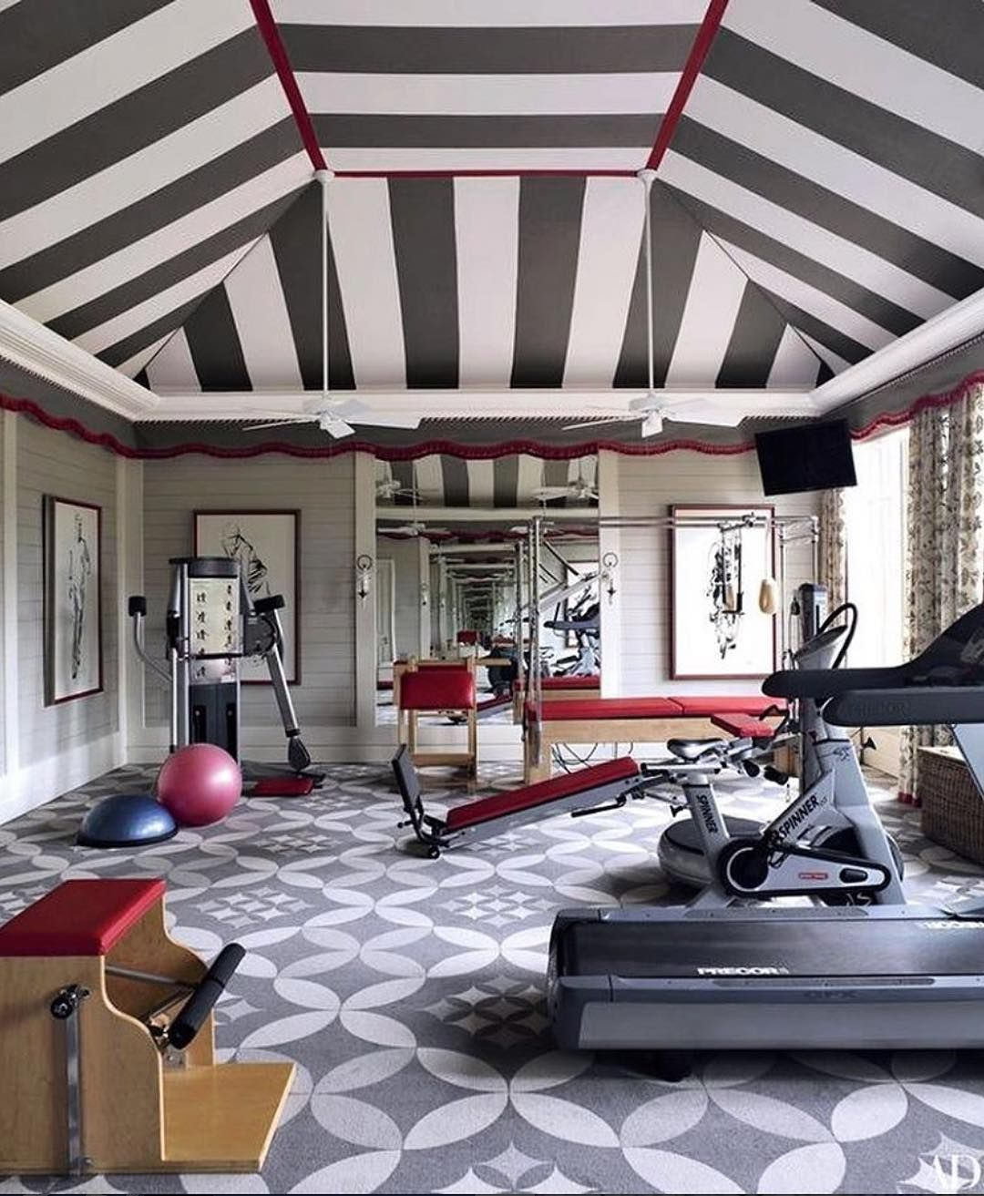 Home Gym Design Ideas Basement: Now That's A Dramatic #black & #white Ceiling For A # Gym