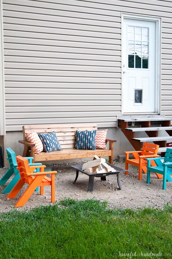 Create the perfect backyard seating with these Easy DIY kids patio chairs. The chairs are perfect for toddlers and kids to have their own space in the yard. & Easy DIY Kids Patio Chairs | Backyard seating Kreg jig and Diy patio