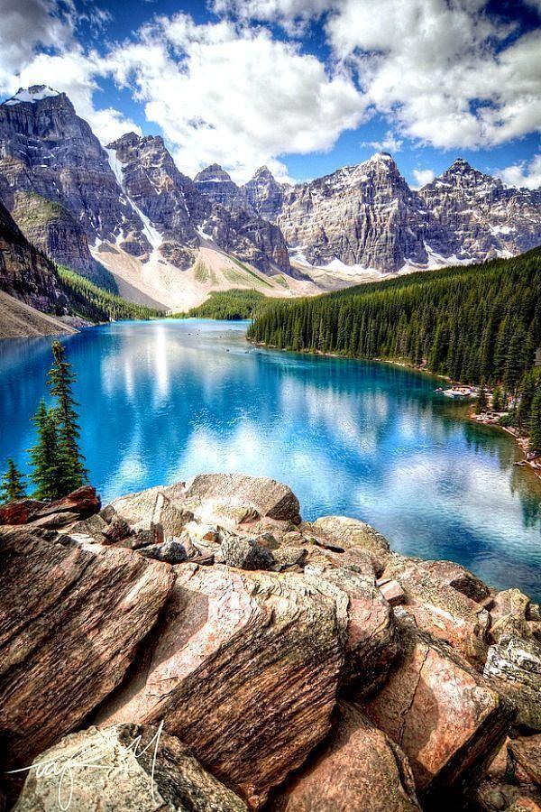 Moraine Lake In Banff National Park صور كندااكتشف كندا اجمل بلد في العالمشاهد صور الطبيعة الخلابة المن Beautiful Places Places Around The World Places To See