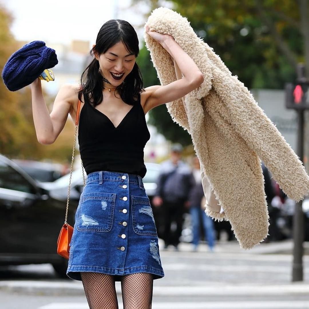 Top fashion trends of the 90s - The Front Row View Pfw Street Style Sora Choi S 90s Throwback