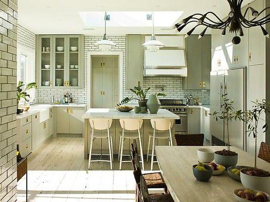 Pretty Brass Hardware Kitchen Inspirations Kitchen Design Home Kitchens