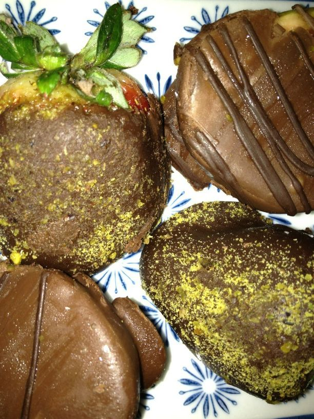 Chocolate Dipped Figs, Chocolate and Pistachio Dipped Strawberries... Heaven.