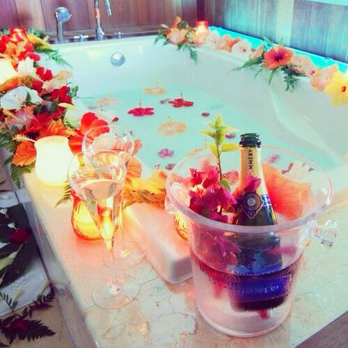 Image de flowers, bath, and champagne