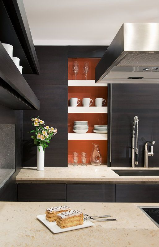 SieMatic Kitchen Display Cabinets with Appliances | Decoración
