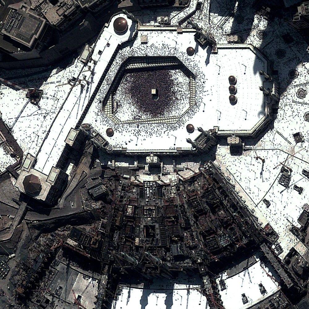 11 12 14 Kaaba Al Masjid Al Haram Mecca Saudi Arabia 21 4225 N 39 826181 E The Kaaba Is A Granite Cuboid Structure That Stand Mecca Masjid Al Haram Earth