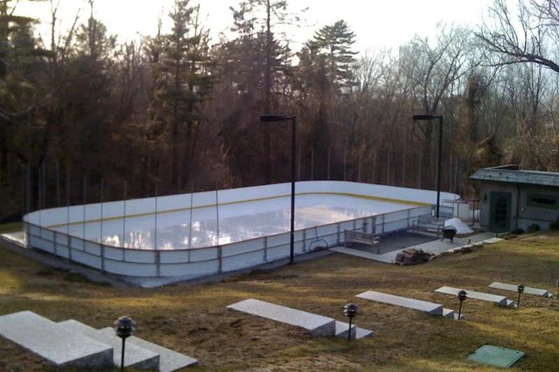 14 Homes With Private Ice Rinks Photos Ice Rink Backyard Hockey Rink Outdoor Rink