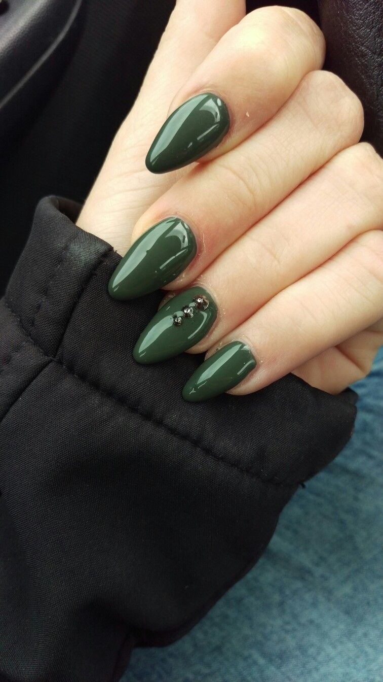 gelnägel#green#grün#khaki#Steinchen   nageldesign   Pinterest