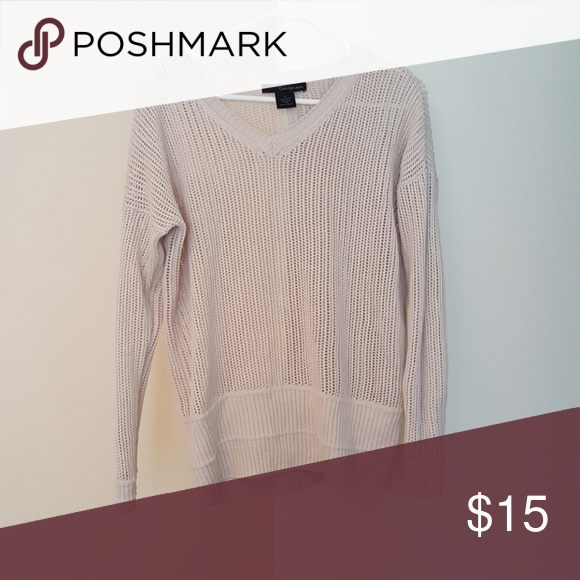 Loose weave sweater Like new cute loose weave sweater.  Love it bit just doesn't look great with my pale skin tone Calvin Klein Sweaters V-Necks