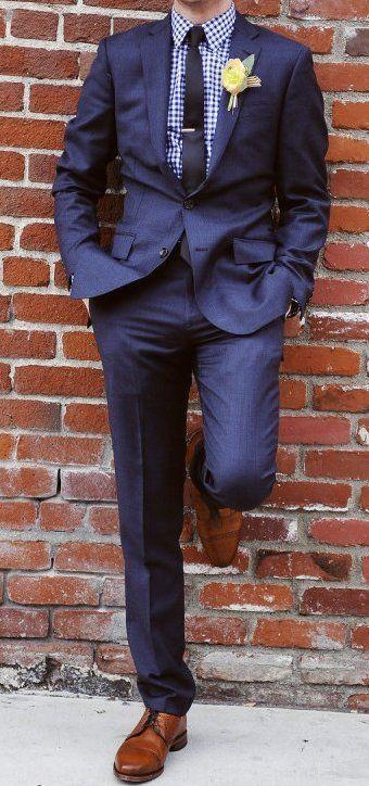 esta semana estuve buscando zapatos que combinaran con un traje azul