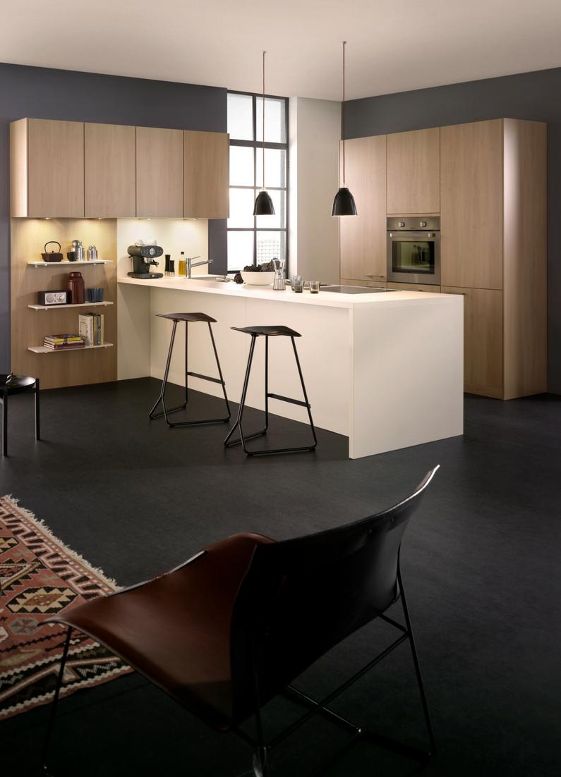 Schon Kochinsel, Kücheninsel, Holzküche, Holzschrank, Weiße Kochinsel, Barhocker,  Sitztheke, Modern
