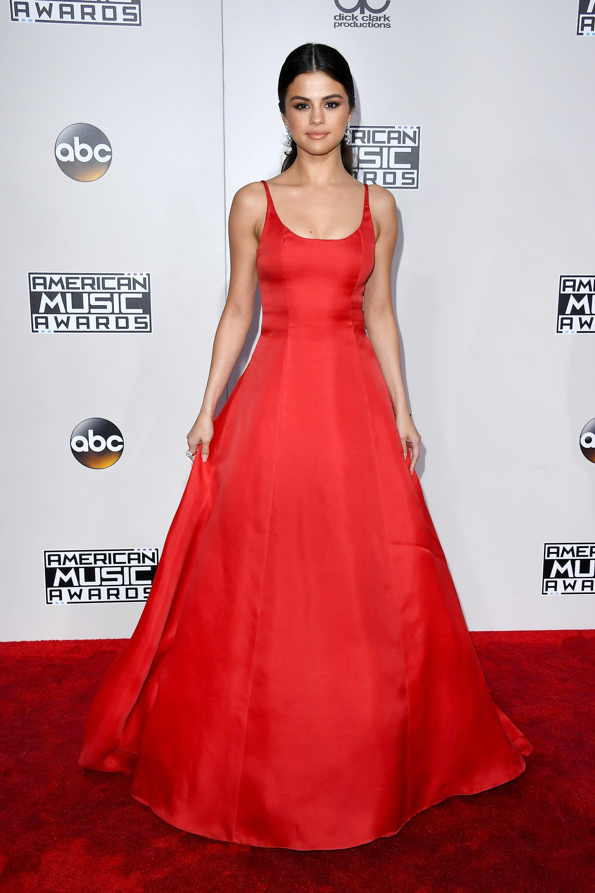 1286315f1bd5f Selena Gomez Pulls Out Her Most Glamorous Red Carpet Look Yet at the AMAs