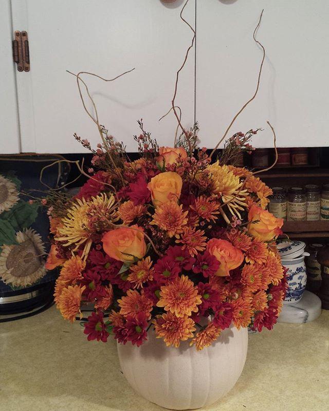 Thanksgiving 2015 #fallflowers #pumpkinarrangement #grocerystoreflowers
