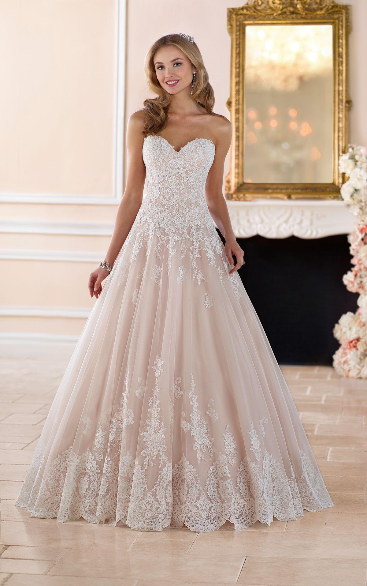 Romantisches Prinzessin Brautkleid Mit Saum Aus Kordelspitze