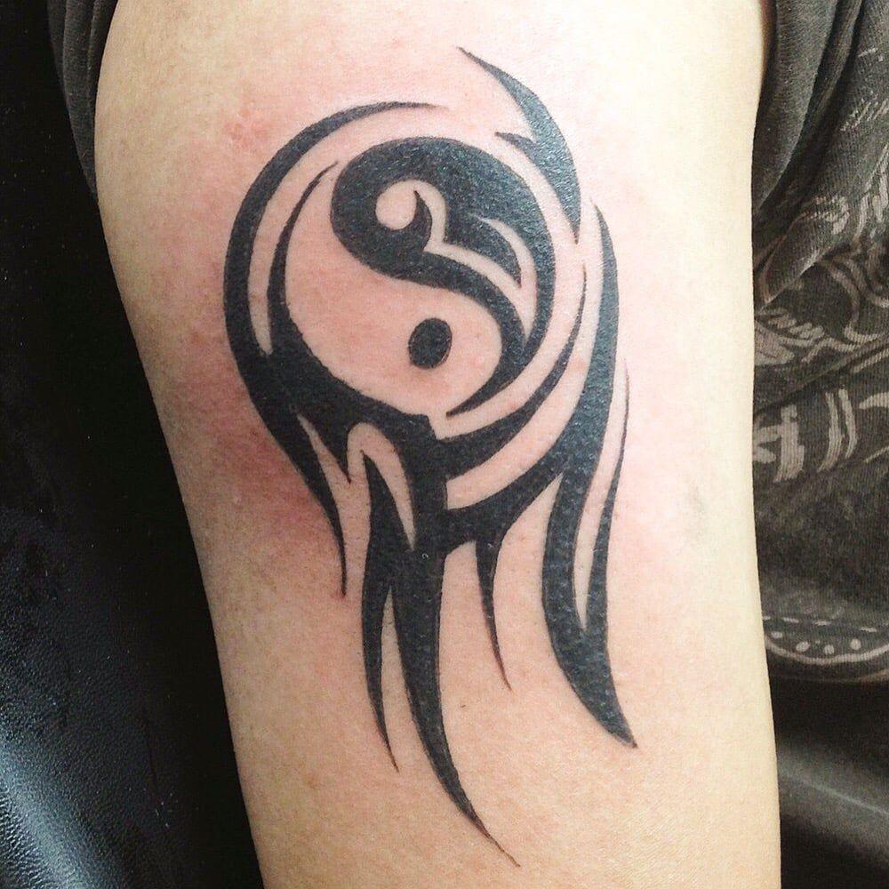 yin yang tattoo yin yang tattoo pinterest yin yang tattoos tattoo. Black Bedroom Furniture Sets. Home Design Ideas