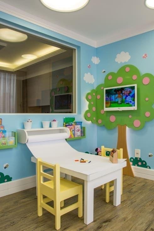 Brinquedoteca dos sonhos sala de estar infantil por for Espejo y barra montessori